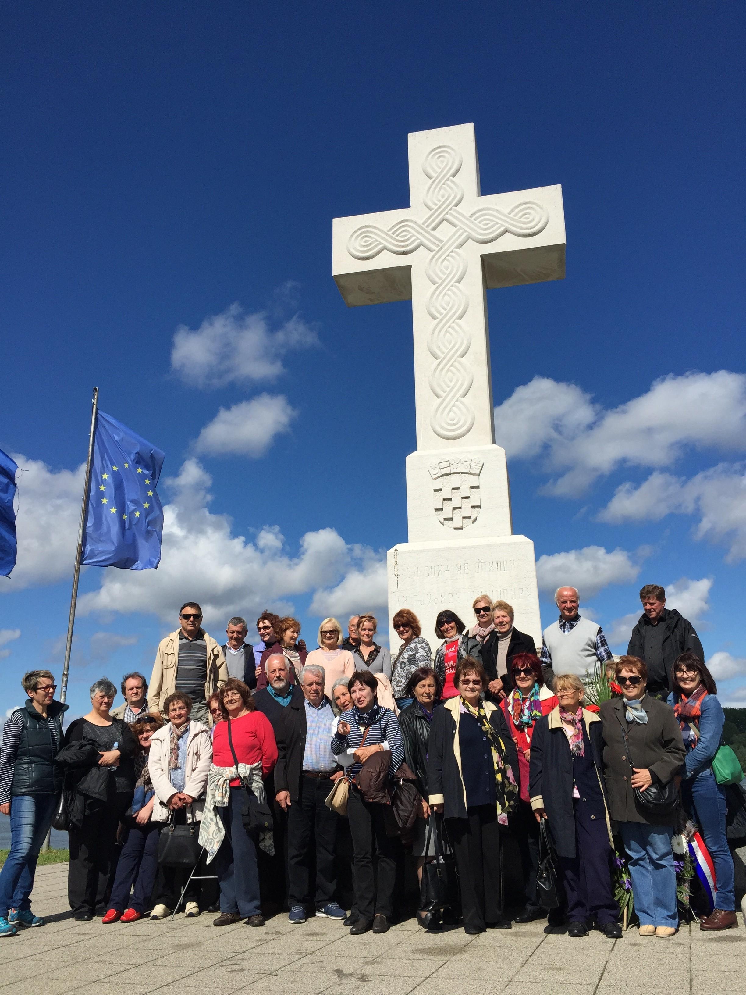 Paljenja svijeća i sv. misa za žrtve Vukovara i Škabrnje